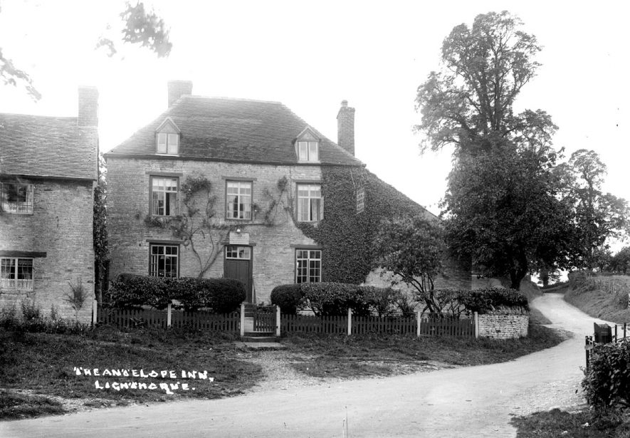 The Antelope Inn and Malthouse, Lighthorne.  1930s |  IMAGE LOCATION: (Warwickshire County Record Office)