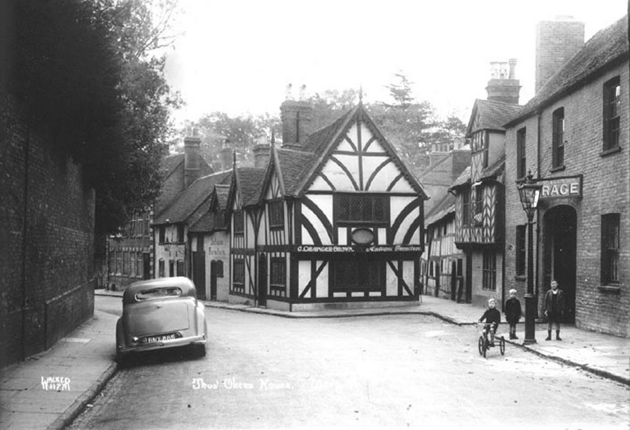 View of the timbered house in Castle Street, Warwick, owned by Thomas Oken (16th Century).  Children in street, one on tricycle. Parked motor car.  1930s |  IMAGE LOCATION: (Warwickshire County Record Office) SCAN DATE: (1/8/8)