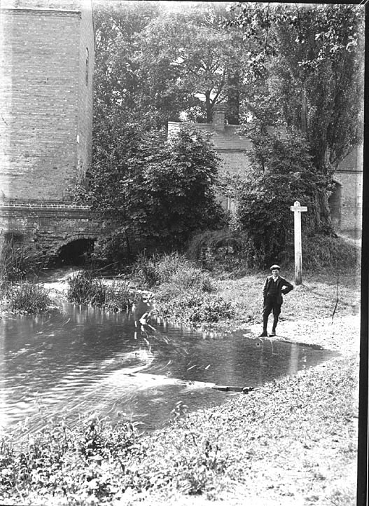 Old Watermill, Alveston.  1910s |  IMAGE LOCATION: (Warwickshire County Record Office)