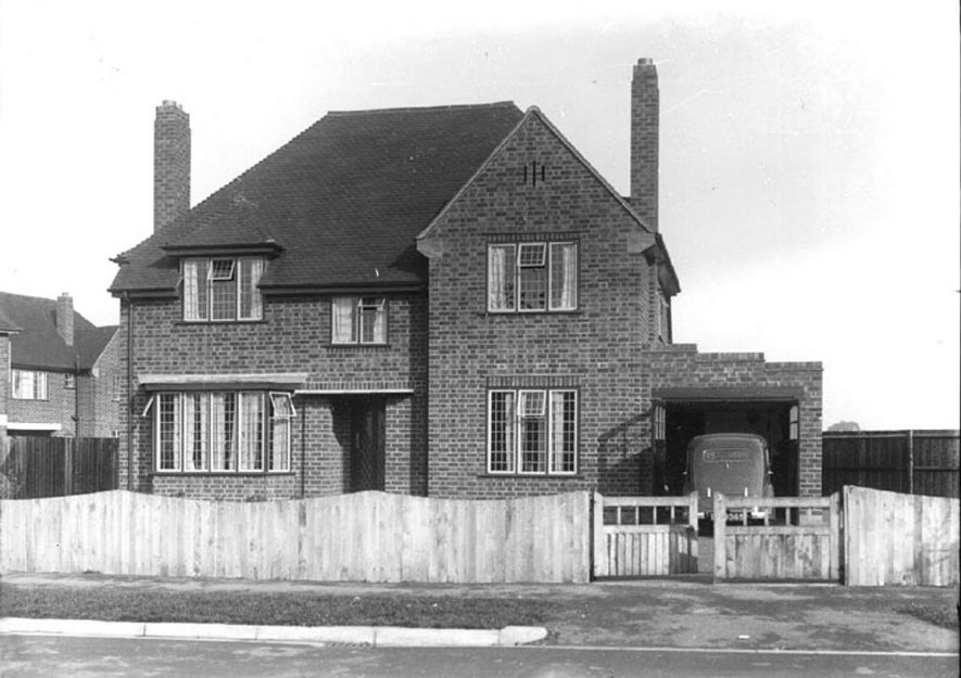 A modern house in Alveston.  1930s |  IMAGE LOCATION: (Warwickshire County Record Office)