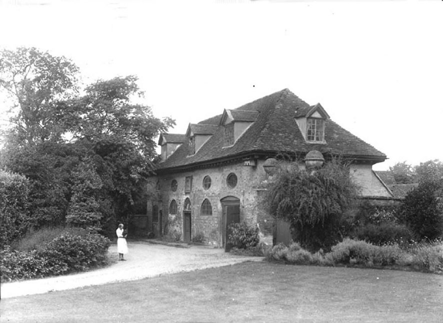 The stables at Alveston Manor.  1930s    IMAGE LOCATION: (Warwickshire County Record Office)