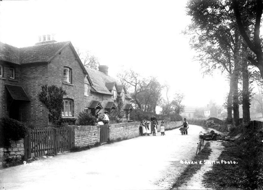 Binton village street scene.  1900s |  IMAGE LOCATION: (Warwickshire County Record Office)