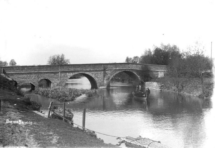 Binton Bridge over the river Avon.  1900s |  IMAGE LOCATION: (Warwickshire Museum Sites and Monuments Record)