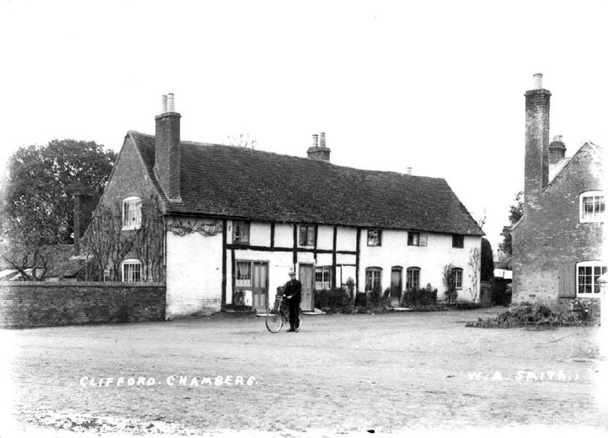 Cottages in Clifford Chambers.  1900s |  IMAGE LOCATION: (Warwickshire County Record Office)