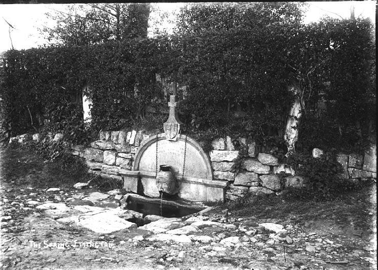 The Spring, Ettington.  1900s |  IMAGE LOCATION: (Warwickshire County Record Office)
