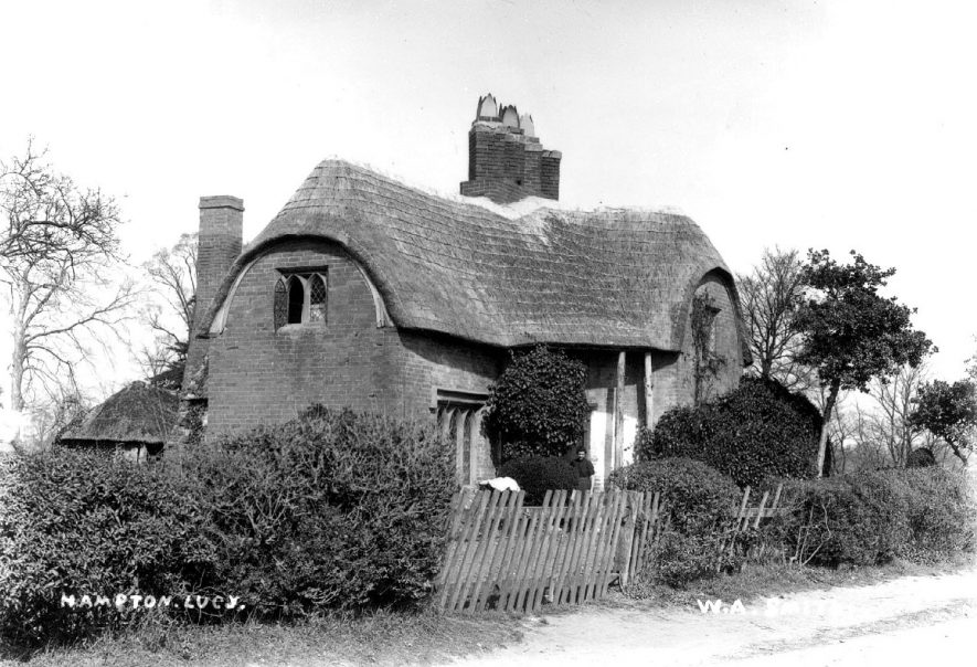 Old thatched cottage in Hampton Lucy.  1900s |  IMAGE LOCATION: (Warwickshire County Record Office)