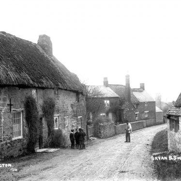 Ilmington.  Thatched cottages