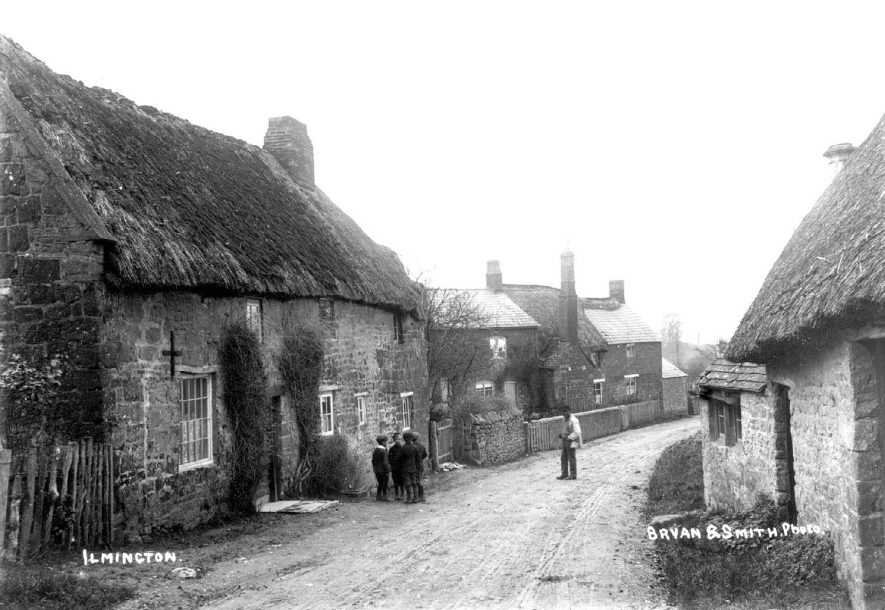 Thatched cottages in Ilmington.  1900s |  IMAGE LOCATION: (Warwickshire County Record Office)
