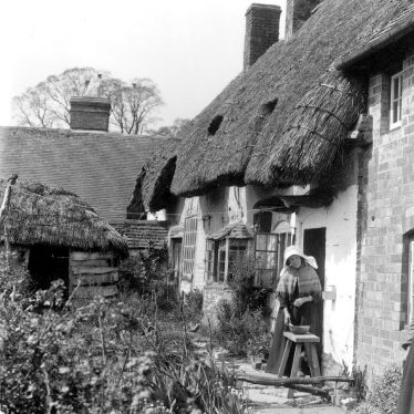Long Marston.  Thatched cottages