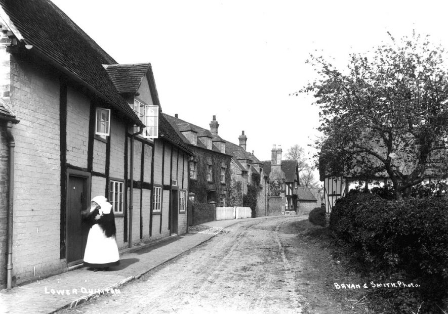 Row of cottages in Lower Quinton.  1900s |  IMAGE LOCATION: (Warwickshire County Record Office)