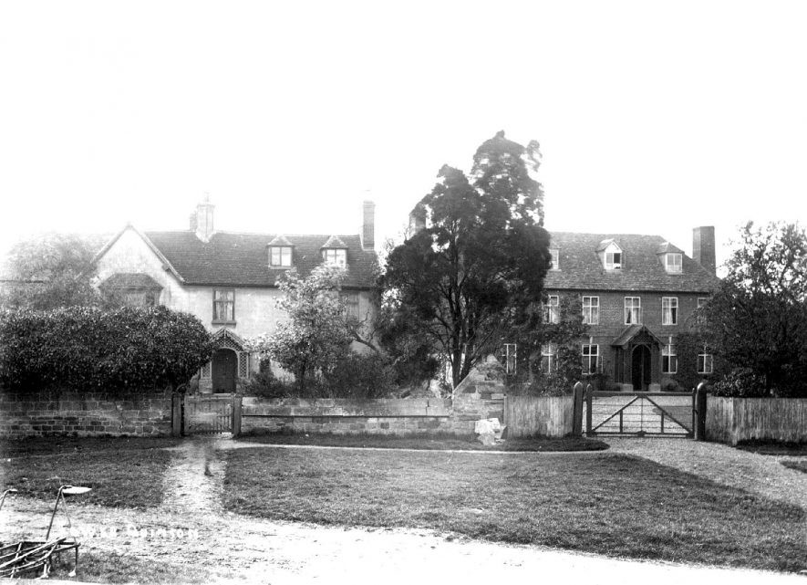 Houses in Lower Quinton.  1900s |  IMAGE LOCATION: (Warwickshire County Record Office)
