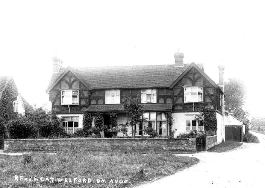 Large house known as The Retreat, Welford on Avon.  1900s |  IMAGE LOCATION: (Warwickshire County Record Office)
