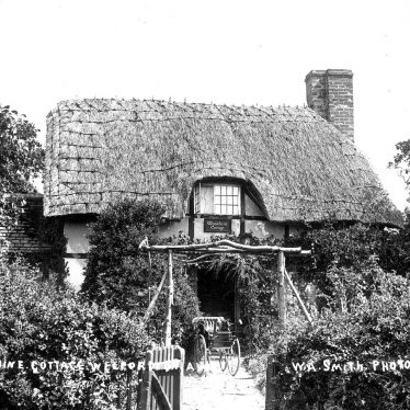 Welford on Avon.  Woodbine Cottage