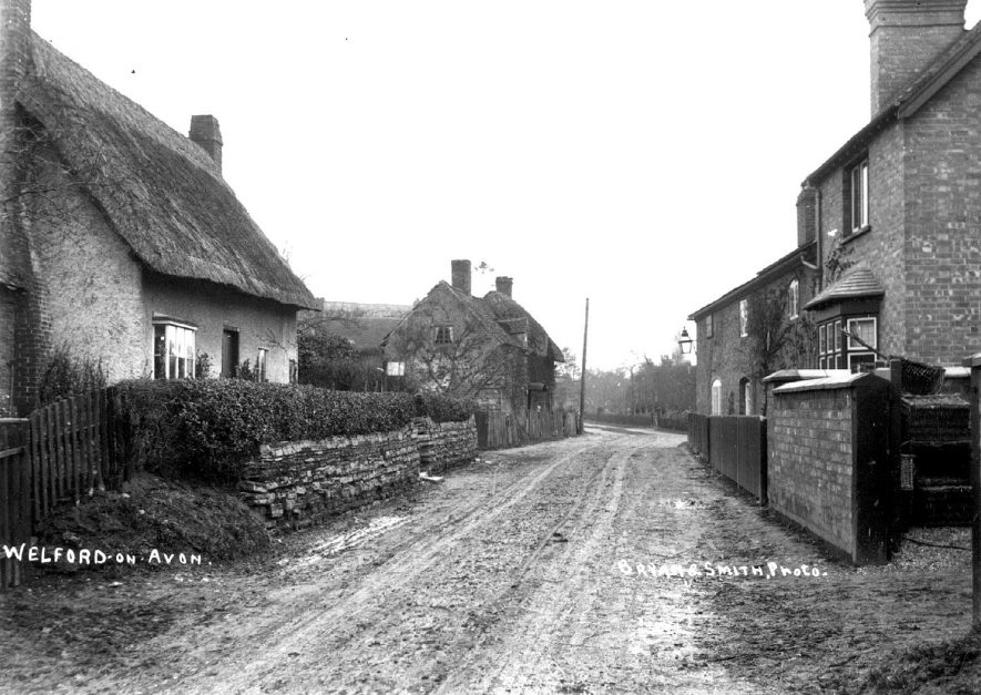 Village street and cottages.  Welford on Avon.  1900s