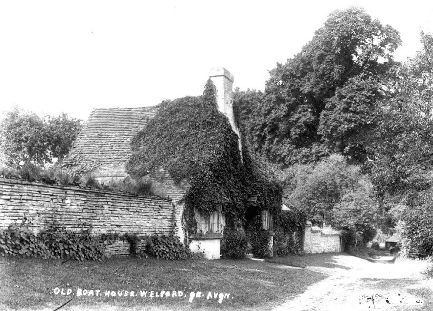 The Old Boat House at Welford on Avon.  1900s    IMAGE LOCATION: (Warwickshire County Record Office)