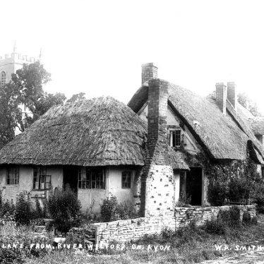 Welford on Avon.  Boat Lane, cottages
