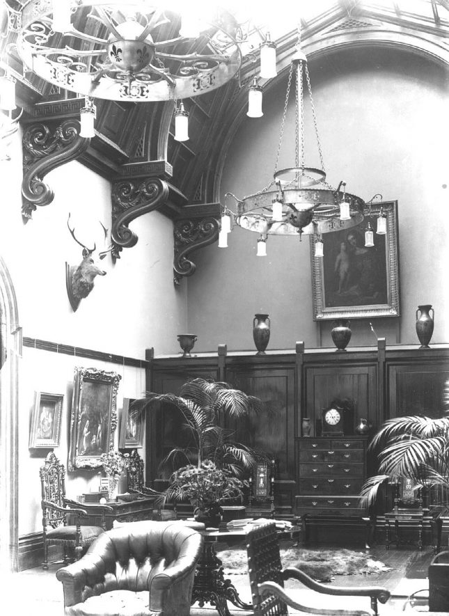 Interior view of one of the rooms in Barrells Hall, Ullenhall.  1900s |  IMAGE LOCATION: (Warwickshire County Record Office)