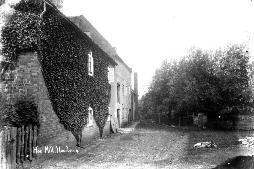 Hoo Mill buildings, Haselor.  1900s |  IMAGE LOCATION: (Warwickshire County Record Office)