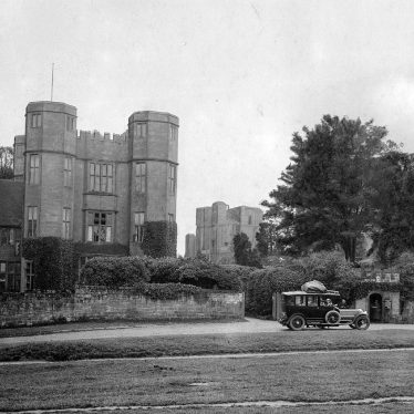 Kenilworth.  Castle, Gatehouse