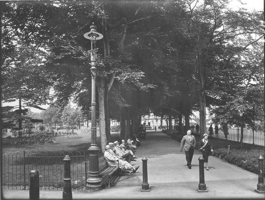 Leamington Spa Pump Room Gardens.  1930s    IMAGE LOCATION: (Warwickshire County Record Office)