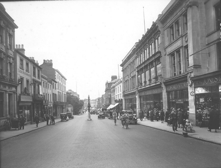 The Parade, Leamington Spa, featuring people shopping and motorcars.  c.1931 |  IMAGE LOCATION: (Warwickshire County Record Office)