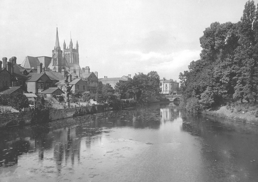 The River Leam with view of the Church, Leamington Spa.  1910 |  IMAGE LOCATION: (Warwickshire County Record Office)