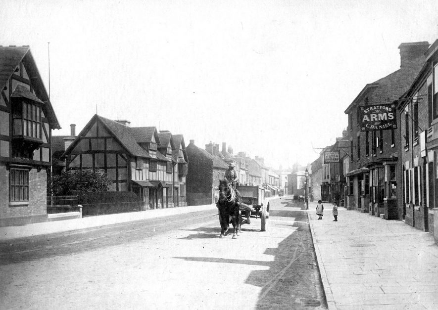 Shakespeare's Birthplace in Henley Street, Stratford upon Avon.  1900    IMAGE LOCATION: (Warwickshire County Record Office)