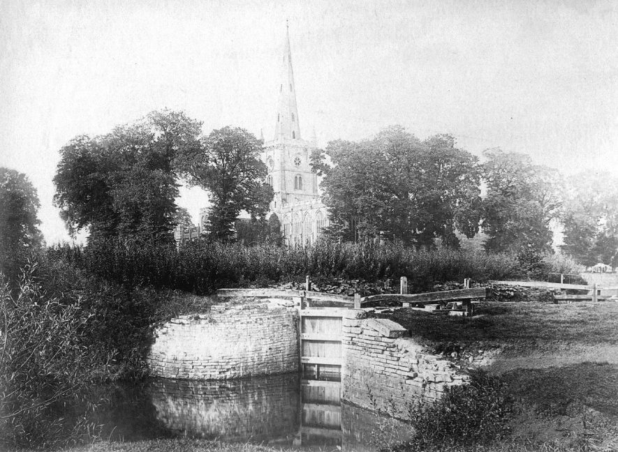 Holy Trinity Church with a derelict lock in the foreground, Stratford upon Avon.  1900s |  IMAGE LOCATION: (Warwickshire County Record Office)