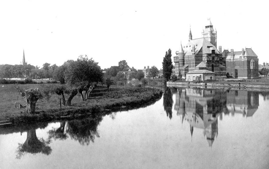 The Memorial Theatre seen across the River Avon, Stratford upon Avon.  1900s |  IMAGE LOCATION: (Warwickshire County Record Office)