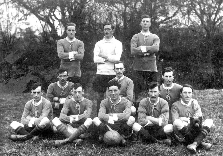 Tysoe village football team posing in field.  c.1910 |  IMAGE LOCATION: (Warwickshire County Record Office)