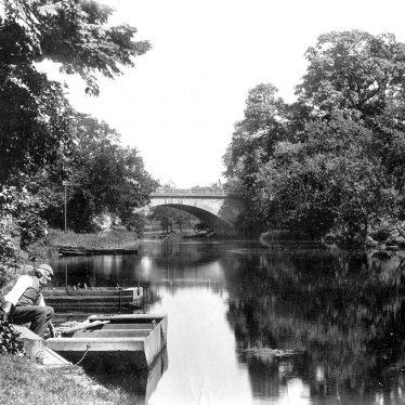 Warwick.  Banbury Road, Castle Bridge