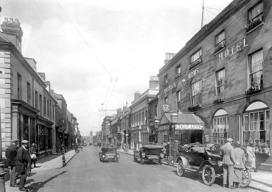 Warwick High Street showing the Warwick Arms Hotel.  1921 |  IMAGE LOCATION: (Warwickshire County Record Office)
