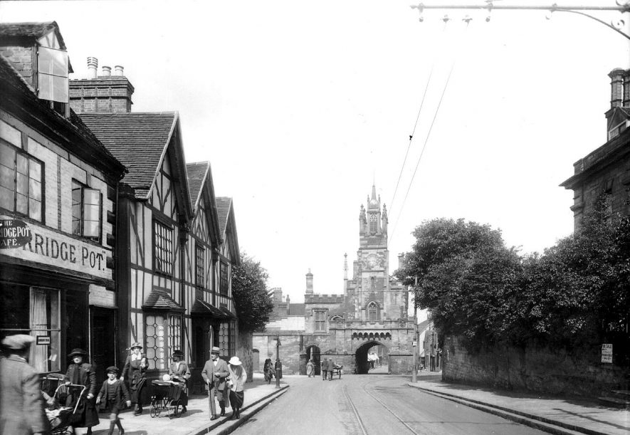 Jury Street and the East Gate, Warwick.  1921 |  IMAGE LOCATION: (Warwickshire County Record Office)