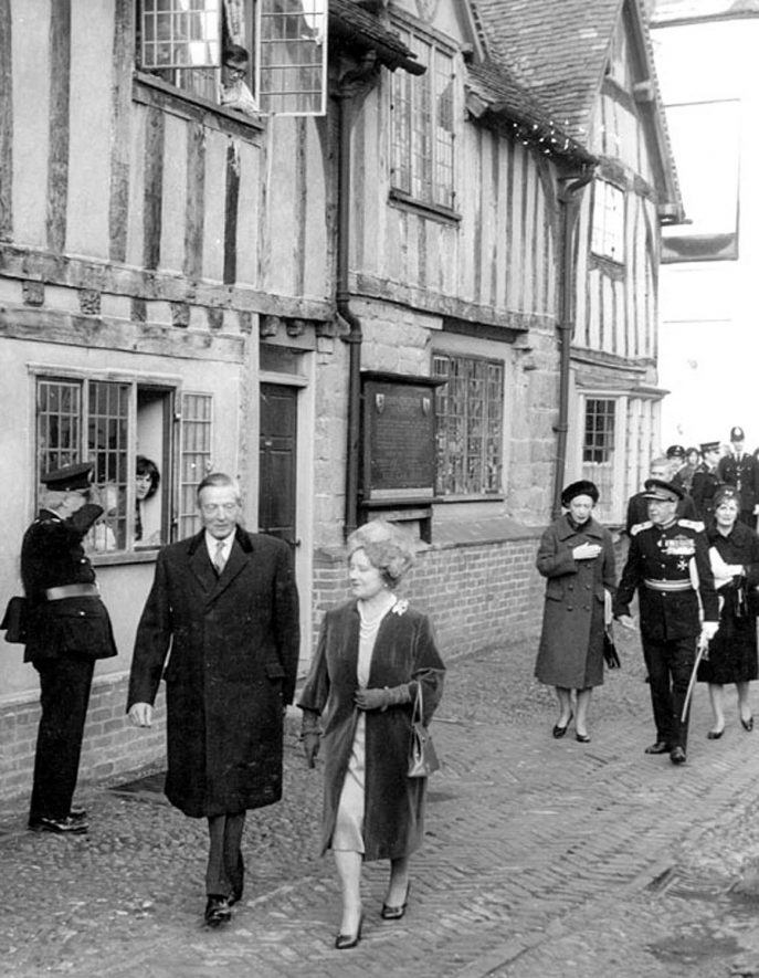 Leycester Hospital, Warwick.  Visit by Queen Mother accompanied by Lord de L'isle and Lord Willoughby de Broke.  1966 |  IMAGE LOCATION: (Warwickshire County Record Office) PEOPLE IN PHOTO: Willoughby, Lord de Broke, Willoughby, de Broke as a surname, L'isle, Lord de, L'isle, de as a surname
