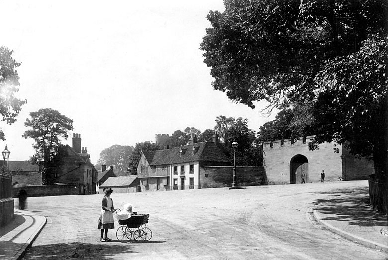Mill Street and entrance to castle, Warwick.  1930s.