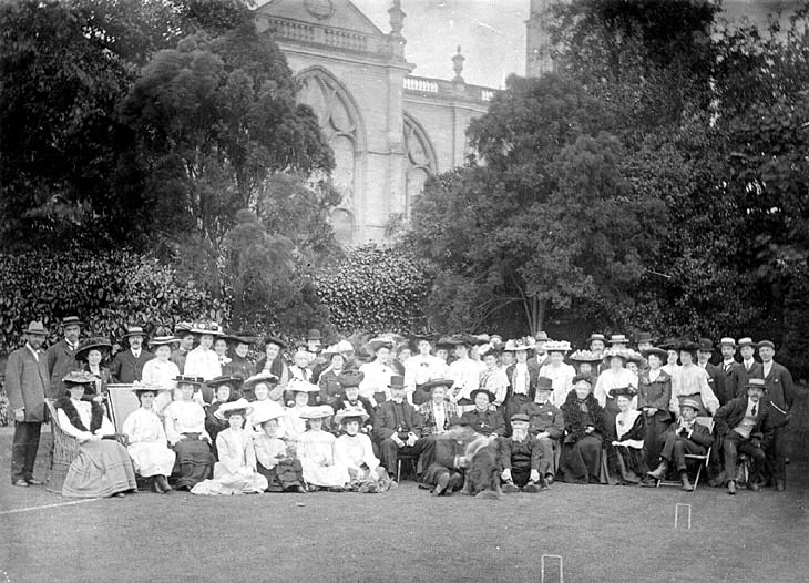 St Mary's church workers party held on the vicarage lawn, Warwick.  c.1905 |  IMAGE LOCATION: (Warwickshire County Record Office) IMAGE DATE: (c.1905)