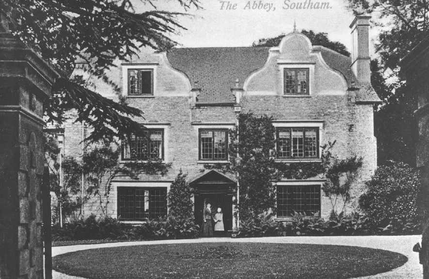The Abbey, Southam, front elevation.  1910s [It has been suggested that the lady shown in the doorway may be Lucy Julia Cartwright.] |  IMAGE LOCATION: (Warwickshire County Record Office)