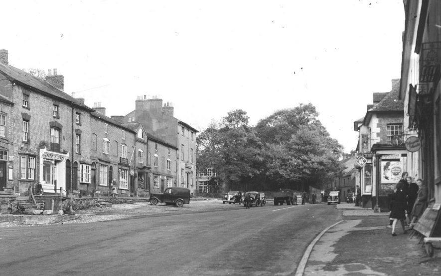 Market Hill, Southam.  1950s |  IMAGE LOCATION: (Warwickshire County Record Office)