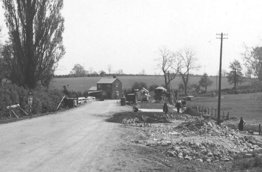 Repair work on Deppers Bridge.  1939 |  IMAGE LOCATION: (Warwickshire County Record Office)