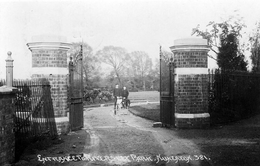 Entrance to Riversley Park, Nuneaton.  1900s |  IMAGE LOCATION: (Warwickshire County Record Office)