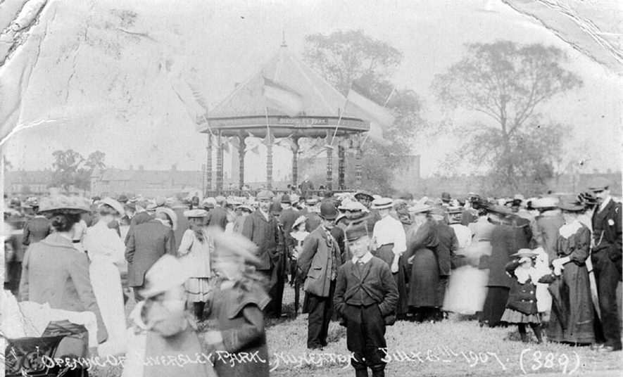 Crowd of men, women and children at the opening of Riversley Park, Nuneaton.  6th July 1907 |  IMAGE LOCATION: (Warwickshire County Record Office)