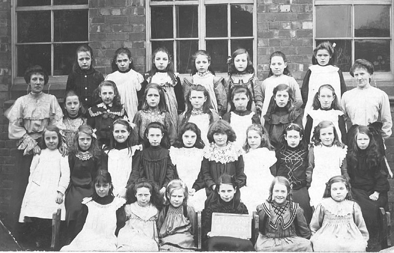 Group photograph of girls at Abbey Street School, Nuneaton. Two female teachers.  1900s |  IMAGE LOCATION: (Warwickshire County Record Office)