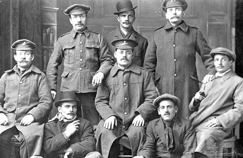 A group of men including some soldiers during the first World War, Nuneaton.  1914-18 |  IMAGE LOCATION: (Warwickshire County Record Office)