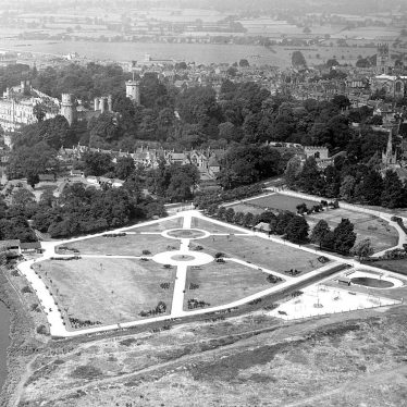 Warwick.  Aerial view of Castle and St Nicholas' Park