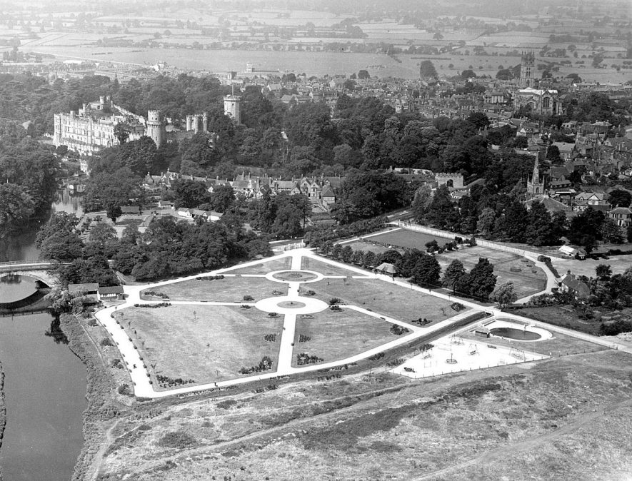 Ariel view of Warwick Castle & St Nicholas' Park.  1950s |  IMAGE LOCATION: (Warwickshire County Record Office)