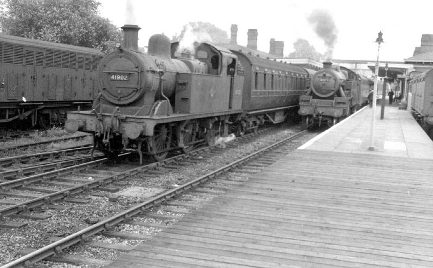 Push/pull train to Rugby on the left and a train for Coventry on the right, Leamington Station.  1958 |  IMAGE LOCATION: (Warwickshire County Record Office)