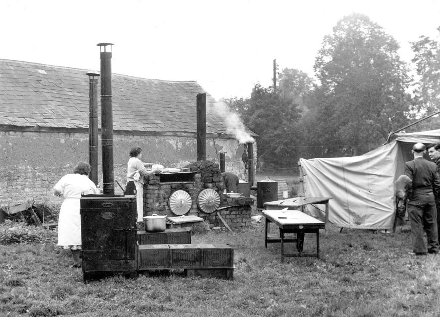 Emergency feeding kitchen in Mr Pugh's brickyard at Halford.  1956 |  IMAGE LOCATION: (Warwickshire County Record Office)