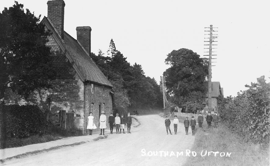 View along Southam Road, Ufton.  1910s |  IMAGE LOCATION: (Warwickshire County Record Office)