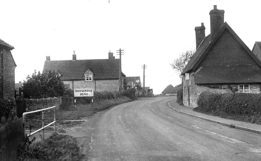 Southam Road, Ufton.  1950s |  IMAGE LOCATION: (Warwickshire County Record Office)