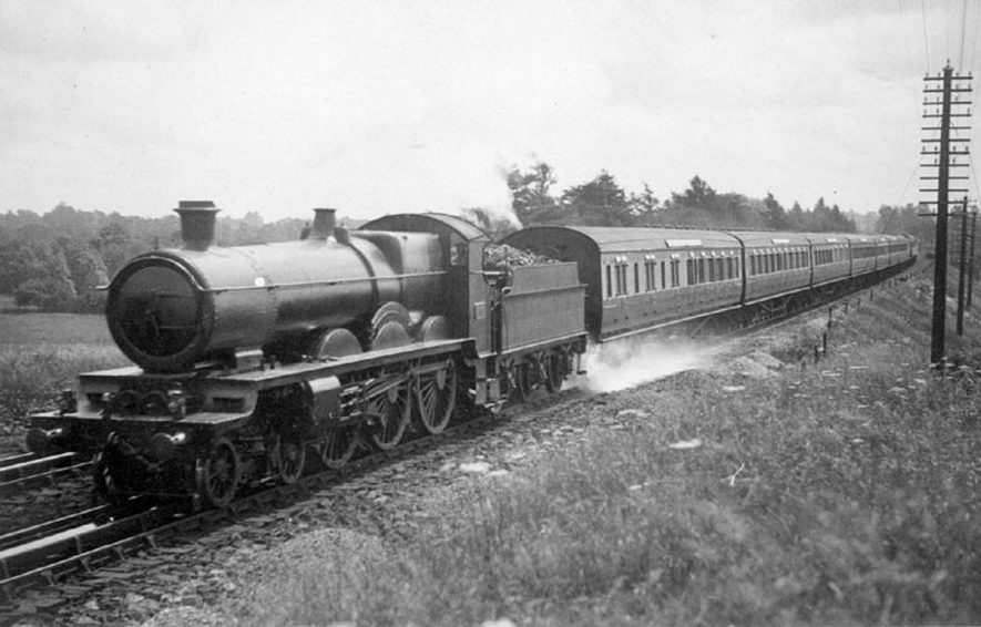 4069 Abbey Class 4-6-0 locomotive en route Paddington to Birkenhead at the Lapworth  Troughs.  1930s |  IMAGE LOCATION: (Warwickshire County Record Office)
